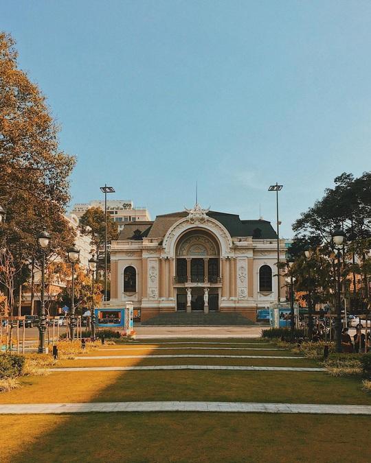 10 địa điểm hút khách nước ngoài ở TP HCM - Ảnh 2.