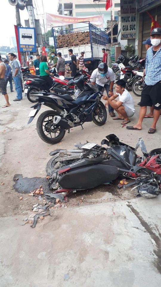 CLIP: Tai nạn kinh hoàng ở Biên Hòa, người và xe nằm la liệt - Ảnh 2.