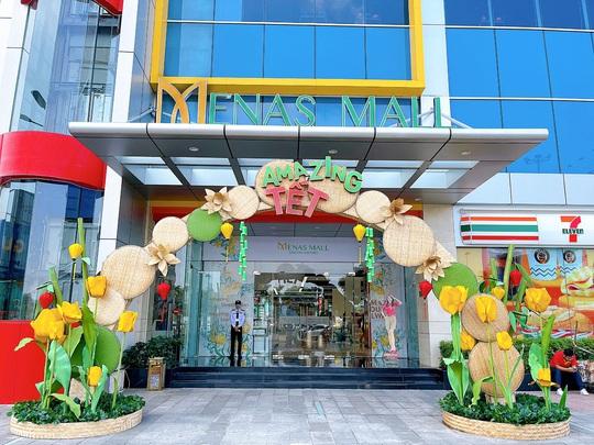 Đường hoa Menas Mall Amazing Tết- Du xuân làng quê Việt giữa lòng Sài Gòn - Ảnh 1.