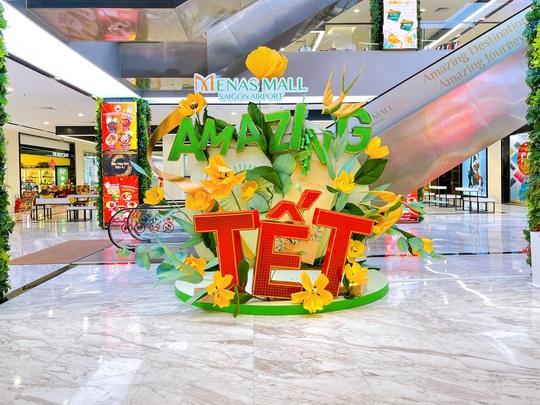 Đường hoa Menas Mall Amazing Tết- Du xuân làng quê Việt giữa lòng Sài Gòn - Ảnh 2.