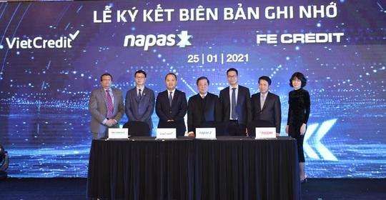 VietCredit cùng NAPAS ký biên bản ghi nhớ hợp tác phát hành thẻ chip tín dụng nội địa - Ảnh 1.