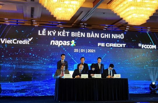 VietCredit cùng NAPAS ký biên bản ghi nhớ hợp tác phát hành thẻ chip tín dụng nội địa - Ảnh 2.