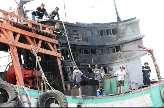 Nghe tiếng nổ lớn, người dân nhìn ra bờ biển Vũng Tàu thì thấy 3 người đang tri hô - Ảnh 2.