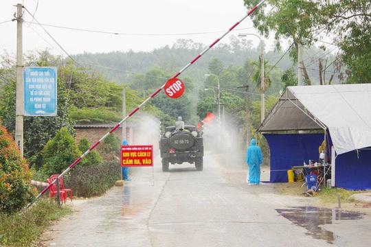 Thêm 1 xã bị phong tỏa, Quảng Ninh thành lập bệnh viện dã chiến thứ 3 - Ảnh 2.