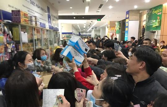 Quảng Ninh, Hải Dương, Hà Nội đồng loạt chặn tình trạng găm hàng, tăng giá khẩu trang - Ảnh 1.