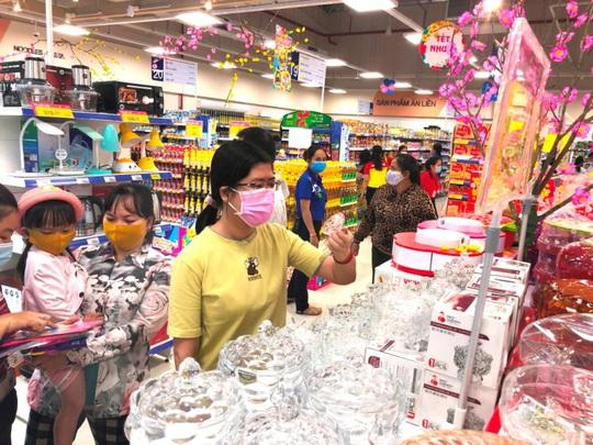 Saigon Co.op đón hơn 2 triệu lượt khách tham quan mua sắm ngày đầu năm - Ảnh 2.