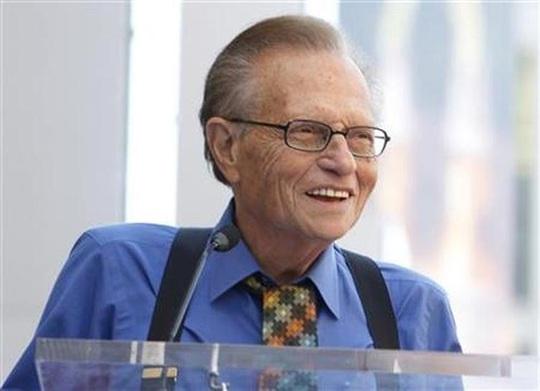 MC nổi tiếng Larry King nhập viện vì Covid-19 - Ảnh 2.