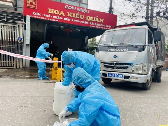 Thêm 1 xã bị phong tỏa, Quảng Ninh thành lập bệnh viện dã chiến thứ 3 - Ảnh 1.