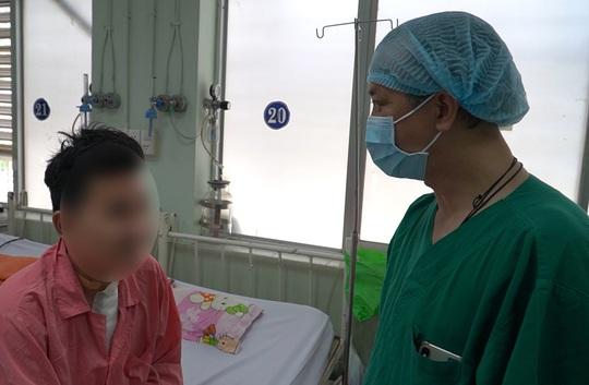 Bệnh viện Chợ Rẫy cứu sống nam thanh niên bị vỡ động mạch sau cuộc nhậu - Ảnh 1.