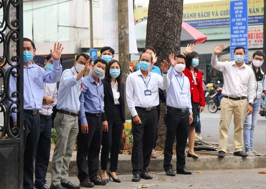 Ấm áp chuyến xe đoàn viên đưa sinh viên về quê đón Tết - Ảnh 12.