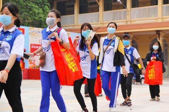 Ấm áp chuyến xe đoàn viên đưa sinh viên về quê đón Tết - Ảnh 9.