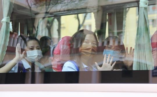 Ấm áp chuyến xe đoàn viên đưa sinh viên về quê đón Tết - Ảnh 13.