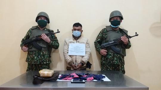 Bắt người từ Lào đưa 10.000 viên ma túy qua biên giới Việt Nam - Ảnh 2.