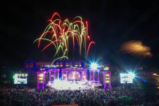 Mãn nhãn với đại tiệc âm thanh, ánh sáng trong New Year Countdown 2021 Nam Phú Quốc - Ảnh 1.