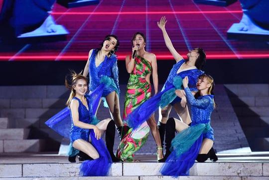 Mãn nhãn với đại tiệc âm thanh, ánh sáng trong New Year Countdown 2021 Nam Phú Quốc - Ảnh 4.
