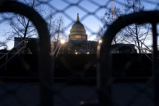 Giờ G sắp điểm: Nghị sĩ Mỹ được hướng dẫn dùng đường hầm khẩn cấp - Ảnh 1.
