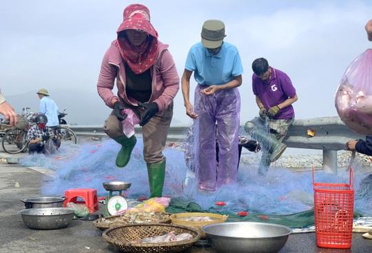 Loài cá làm thức ăn cho heo thành đặc sản ngày lạnh, ngư dân trúng đậm đầu năm - Ảnh 3.