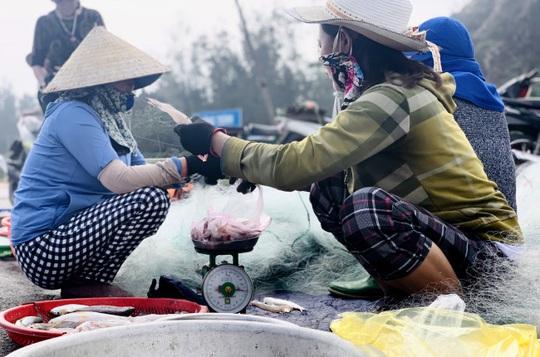 Loài cá làm thức ăn cho heo thành đặc sản ngày lạnh, ngư dân trúng đậm đầu năm - Ảnh 4.