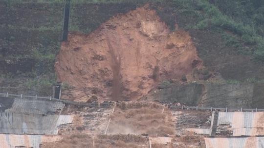 Sự cố vỡ đường hầm thủy điện A Lưới: Do động đất, rung chấn? - Ảnh 1.