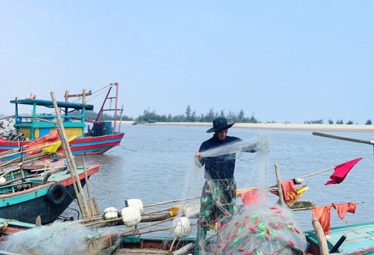 Loài cá làm thức ăn cho heo thành đặc sản ngày lạnh, ngư dân trúng đậm đầu năm - Ảnh 1.