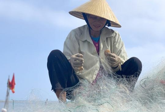 Loài cá làm thức ăn cho heo thành đặc sản ngày lạnh, ngư dân trúng đậm đầu năm - Ảnh 10.