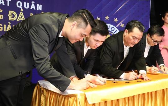 HLV Chu Đình Nghiêm: Hà Nội FC sẽ gặp nhiều khó khăn khi đối đầu CLB HAGL của Kiatisuk - Ảnh 4.