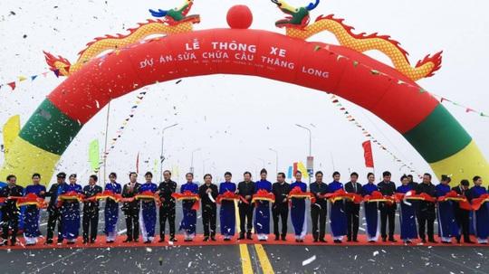 CLIP: Thông xe cầu Thăng Long sau gần 5 tháng sửa chữa - Ảnh 1.