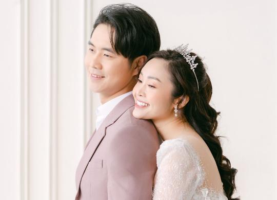 MC nổi tiếng của VTV Thuỳ Linh chia sẻ bộ ảnh cưới tuyệt đẹp với chồng sắp cưới kém 5 tuổi - Ảnh 3.