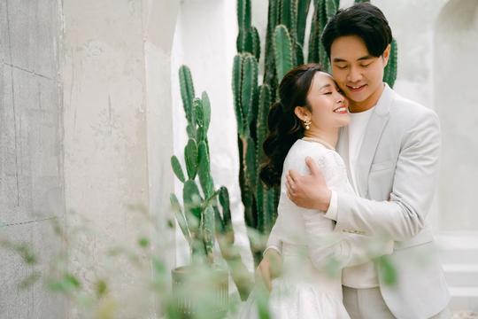 MC nổi tiếng của VTV Thuỳ Linh chia sẻ bộ ảnh cưới tuyệt đẹp với chồng sắp cưới kém 5 tuổi - Ảnh 8.
