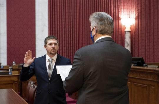 Nhà lập pháp Mỹ quay cảnh xông vào quốc hội bị buộc tội - Ảnh 1.