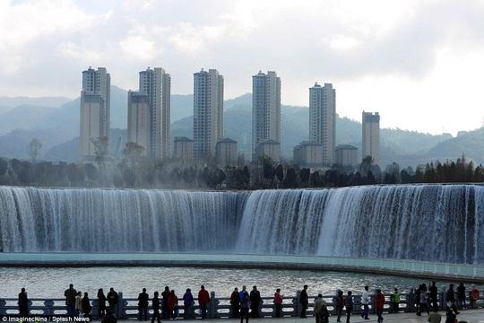 Vẻ đẹp của thác nước nhân tạo lớn nhất châu Á - Ảnh 15.