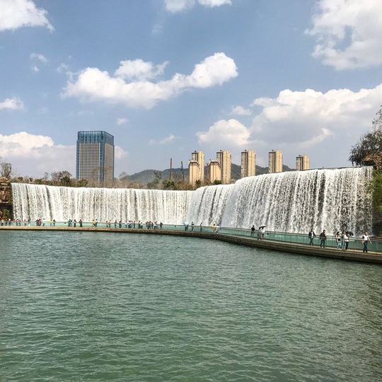 Vẻ đẹp của thác nước nhân tạo lớn nhất châu Á - Ảnh 4.