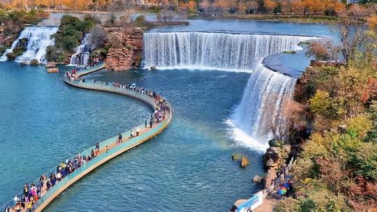 Vẻ đẹp của thác nước nhân tạo lớn nhất châu Á - Ảnh 9.