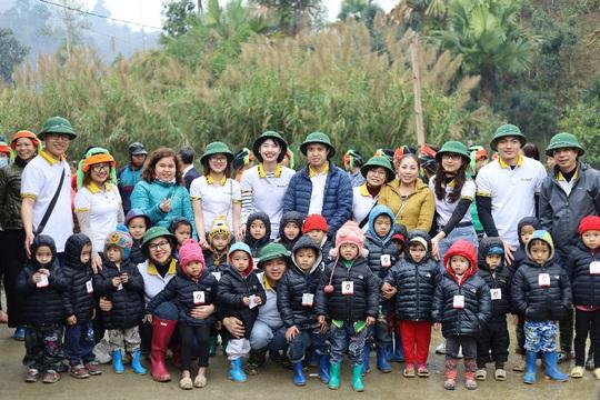 Lần đầu góp sức xây trường học - trải nghiệm khó quên tại Bản Chang - Ảnh 1.