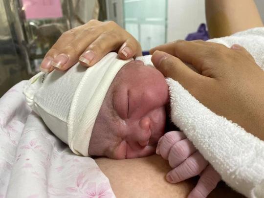 Ngắm nhìn những em bé chào đời trong khu cách ly thời Covid-19 - Ảnh 2.
