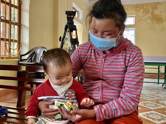 Bộ trưởng Bộ Y tế Nguyễn Thanh Long tặng quà, động viên bệnh nhân phải ăn Tết bệnh viện - Ảnh 25.