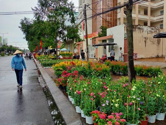 Cần Thơ bàn giải pháp hỗ trợ người bán hoa kiểng - Ảnh 2.