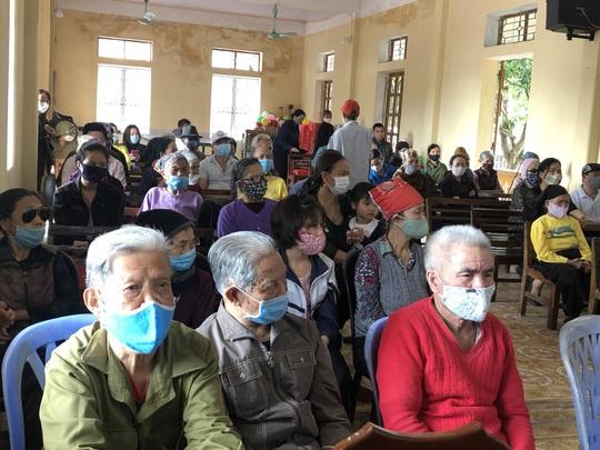 Bộ trưởng Bộ Y tế Nguyễn Thanh Long tặng quà, động viên bệnh nhân phải ăn Tết bệnh viện - Ảnh 24.