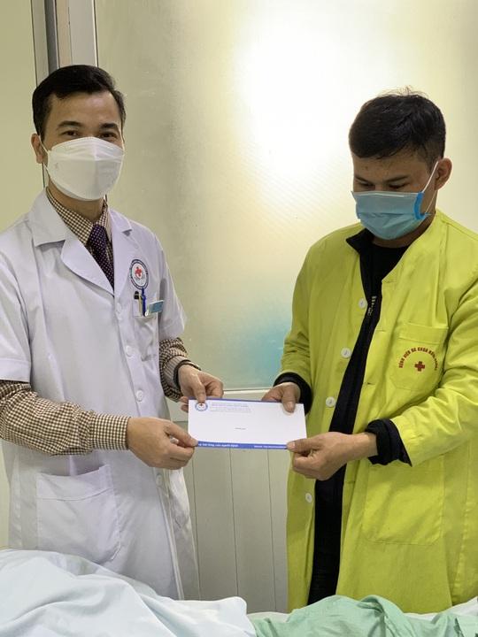 Bộ trưởng Bộ Y tế Nguyễn Thanh Long tặng quà, động viên bệnh nhân phải ăn Tết bệnh viện - Ảnh 20.