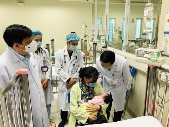 Bộ trưởng Bộ Y tế Nguyễn Thanh Long tặng quà, động viên bệnh nhân phải ăn Tết bệnh viện - Ảnh 14.