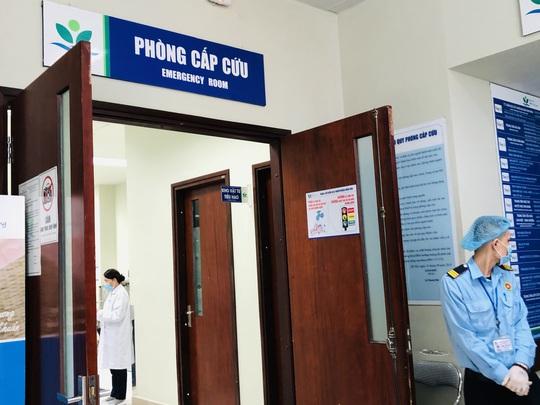 Bộ trưởng Bộ Y tế Nguyễn Thanh Long tặng quà, động viên bệnh nhân phải ăn Tết bệnh viện - Ảnh 18.