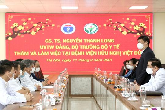 Bộ trưởng Bộ Y tế Nguyễn Thanh Long tặng quà, động viên bệnh nhân phải ăn Tết bệnh viện - Ảnh 8.
