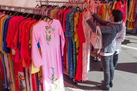 Mỹ: Chợ hoa Tết của người Việt ở khu Phước Lộc Thọ gây bất ngờ - Ảnh 6.