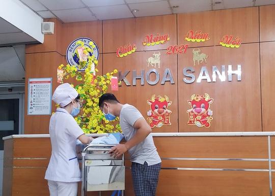 Đúng giao thừa, 5 em bé cùng cất tiếng khóc chào đời tại TP HCM - Ảnh 9.