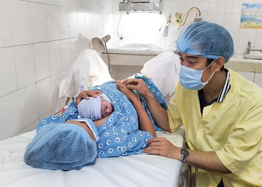 Đúng giao thừa, 5 em bé cùng cất tiếng khóc chào đời tại TP HCM - Ảnh 1.