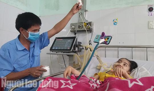 Chuyện cảm động về người cha 8 năm đón Tết cùng con ở bệnh viện - Ảnh 3.