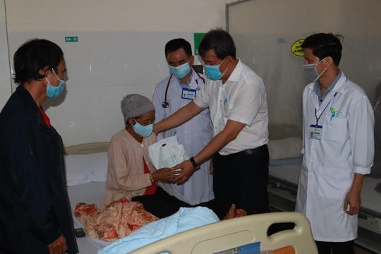 Chùm ảnh đón Tết ở bệnh viện - Ảnh 1.