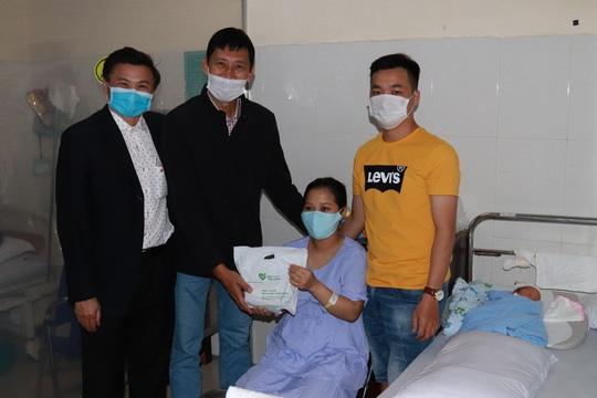 Chùm ảnh đón Tết ở bệnh viện - Ảnh 6.