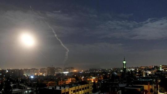 Israel dội tên lửa, Syria tuyên bố bắn hạ hầu hết - Ảnh 1.