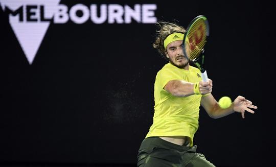Rafael Nadal thua ngược Tsitsipas, mất cơ hội phá kỷ lục Grand Slam - Ảnh 2.